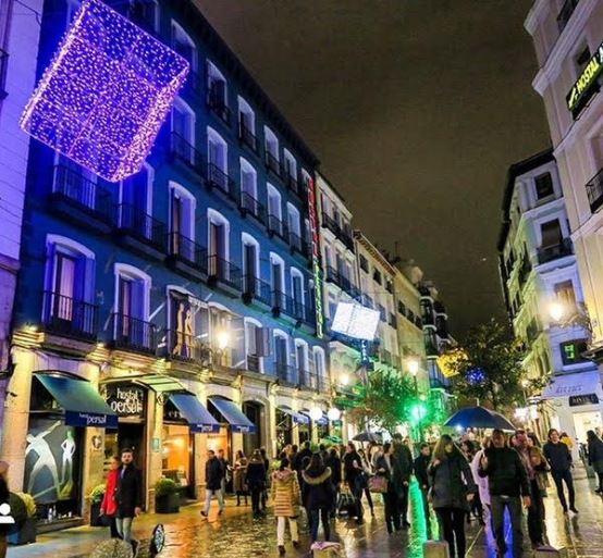 hostal persal madrid luces de navidad